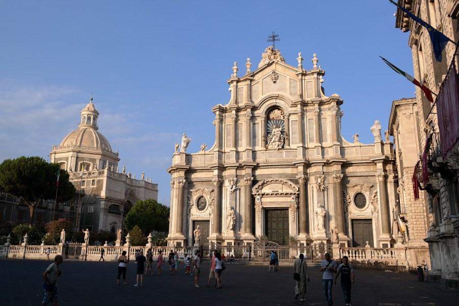 Catania_-_Piazza_del_Duomo_al_tramonto