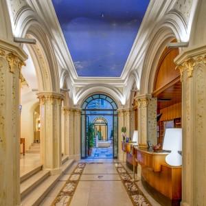 UW_Hotel_Empire_Roma_reception-4500x3000-43d21535-8d5a-498b-9491-7a5126d39b6e